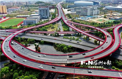 福州:高架橋鑲上紫紅色花邊