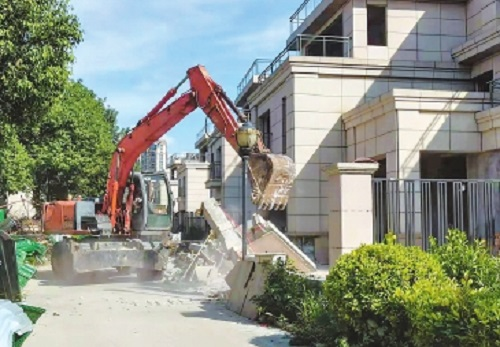 倉山近期組織拆除 20多處小區違建
